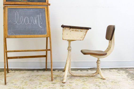Primitive industrial metal school desk and chair interieur