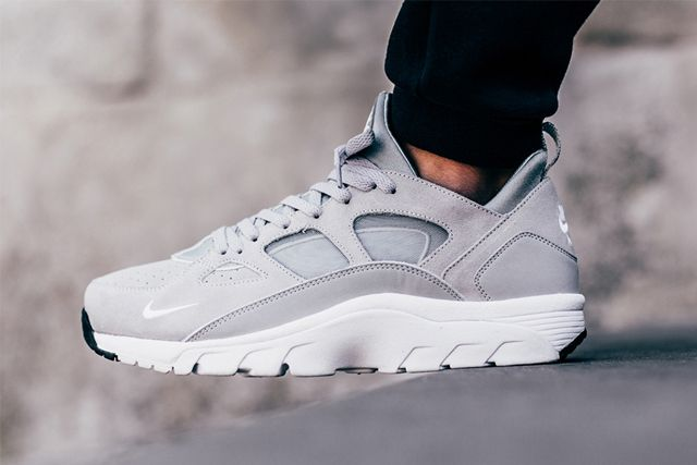 buy online 84ae6 fb937 NIKE AIR TRAINER HUARACHE LOW (WOLF GREY) - Sneaker Freaker ...