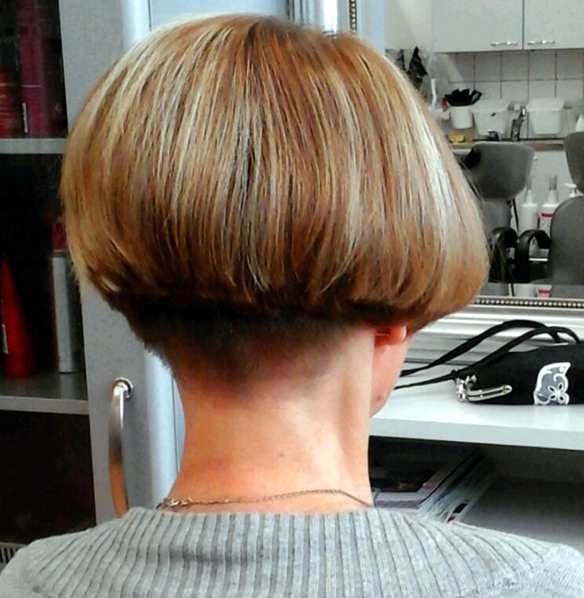 All sizes | Bob from the back | Flickr - Photo Sharing! | Dos de cheveux courtes, Coupe de cheveux