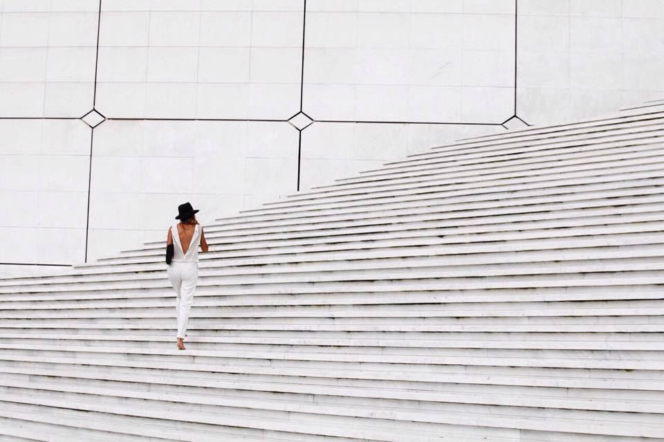 #lechoix #bag #balckandwhite #stairs #jumpsuit #geometric #andreamete #paris