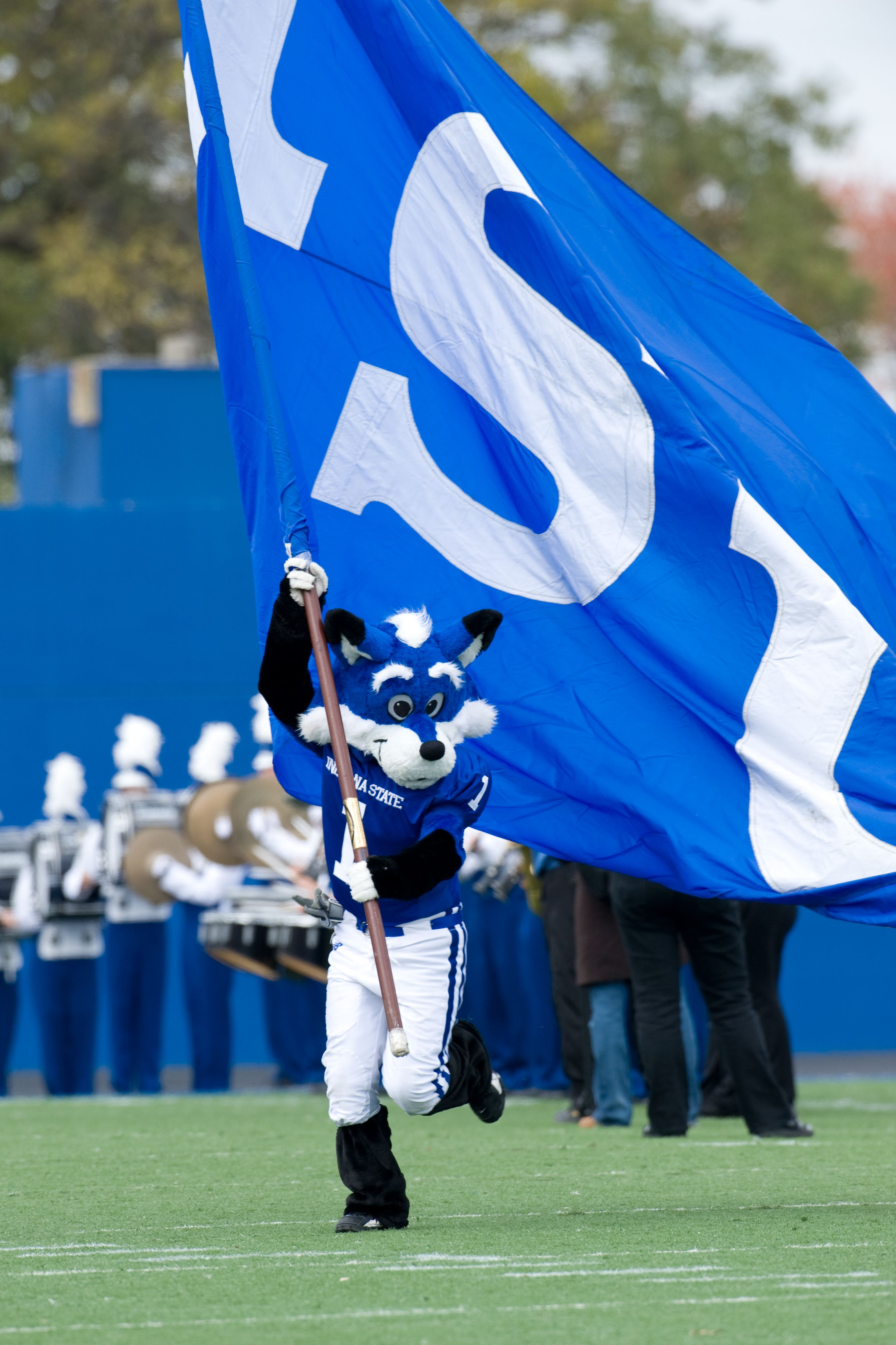 Love Running The Isu Flag Out On Game Day At Memorial Stadium Love Run Favorite Places Indiana State