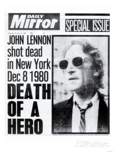 """8 de dezembro de 1980: John Lennon chegava em sua casa, no edifício Dakota, quando Mark David Chapman dispara 5 tiros pelas costas de John, que morre a caminho do hospital. """"Dream is Over""""."""