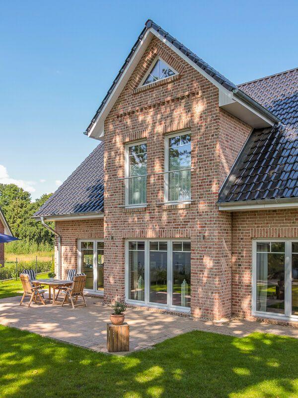 Einfamilienhaus mit Giebel, Klinker Fassade & Satteldach