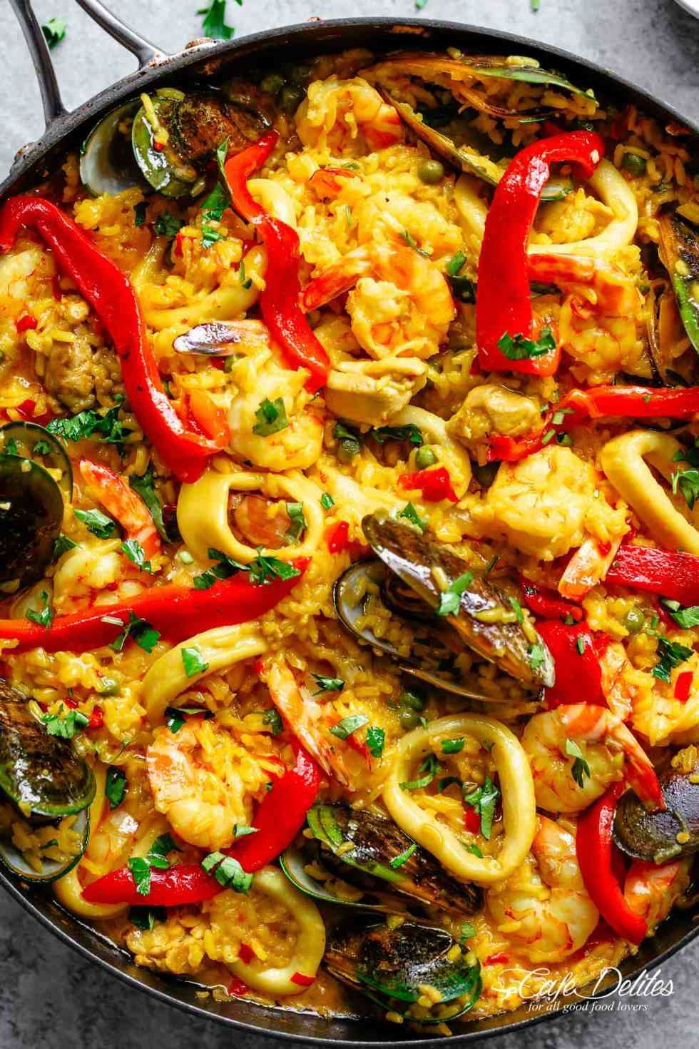 Classic spanish paella paella