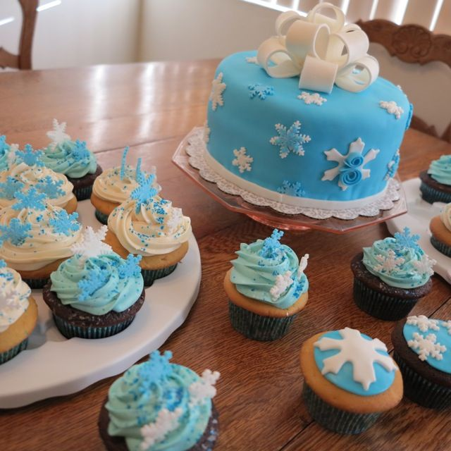 Frozen Theme Cake And Cupcakes For Yearold Birthday Party - Birthday cake 8 year old