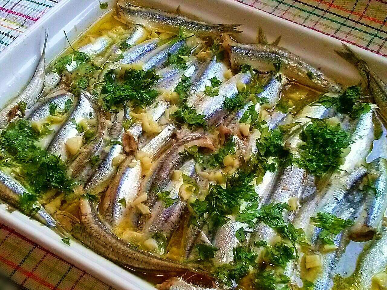 Boquerones al horno un plato bajo en calor as recetas for Cocinar pez espada al horno