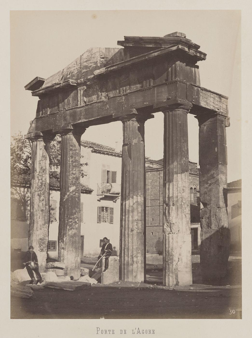 Athenes Vue De La Porte Ouest De L Agora Romaine Dans Le Quartier