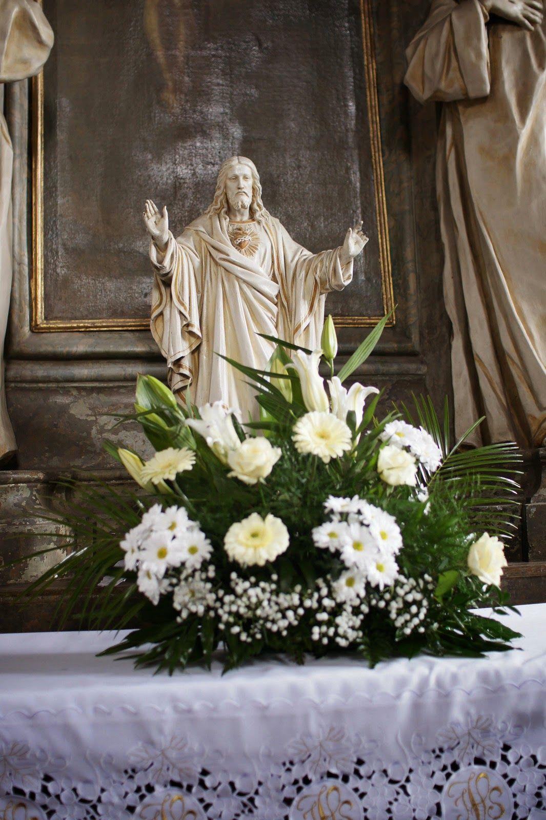 Kompozycje Kwiatowe Do Kosciola Na Slub Czyli Pracuje Tylko Do Drugiej W Nocy Altar Arrangement Flowers Arrangement