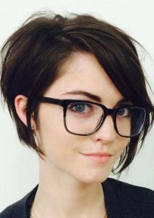 15 Stunning Short Hairstyles For Women - Society19