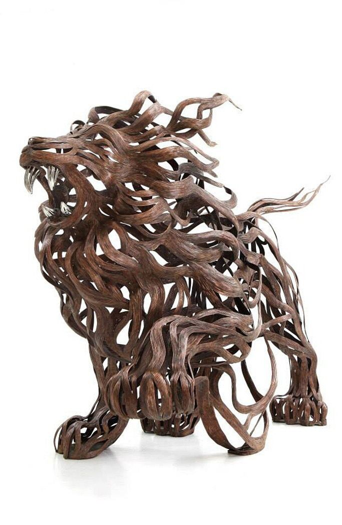 Embodying the movement, speed, and chaotic energy of the wind, even though static structures, each of his pieces seem to come alive as metal strips are transformed into muscles and motion that flow in the wind.