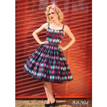 De top van de Jenny dress heeft baleinen die het een prachtige vorm geeft. De bandjes zijn afneembaar, zodat de jurk ook strapless kan worden gedragen. De rok loopt mooi wijd en bol. Gemaakt van satijnkantoen, dat een mooie zijdeglans heeft en goed ademt. In mooie wybert print, met bijpassende riem. Lengte maat M: 80 cm