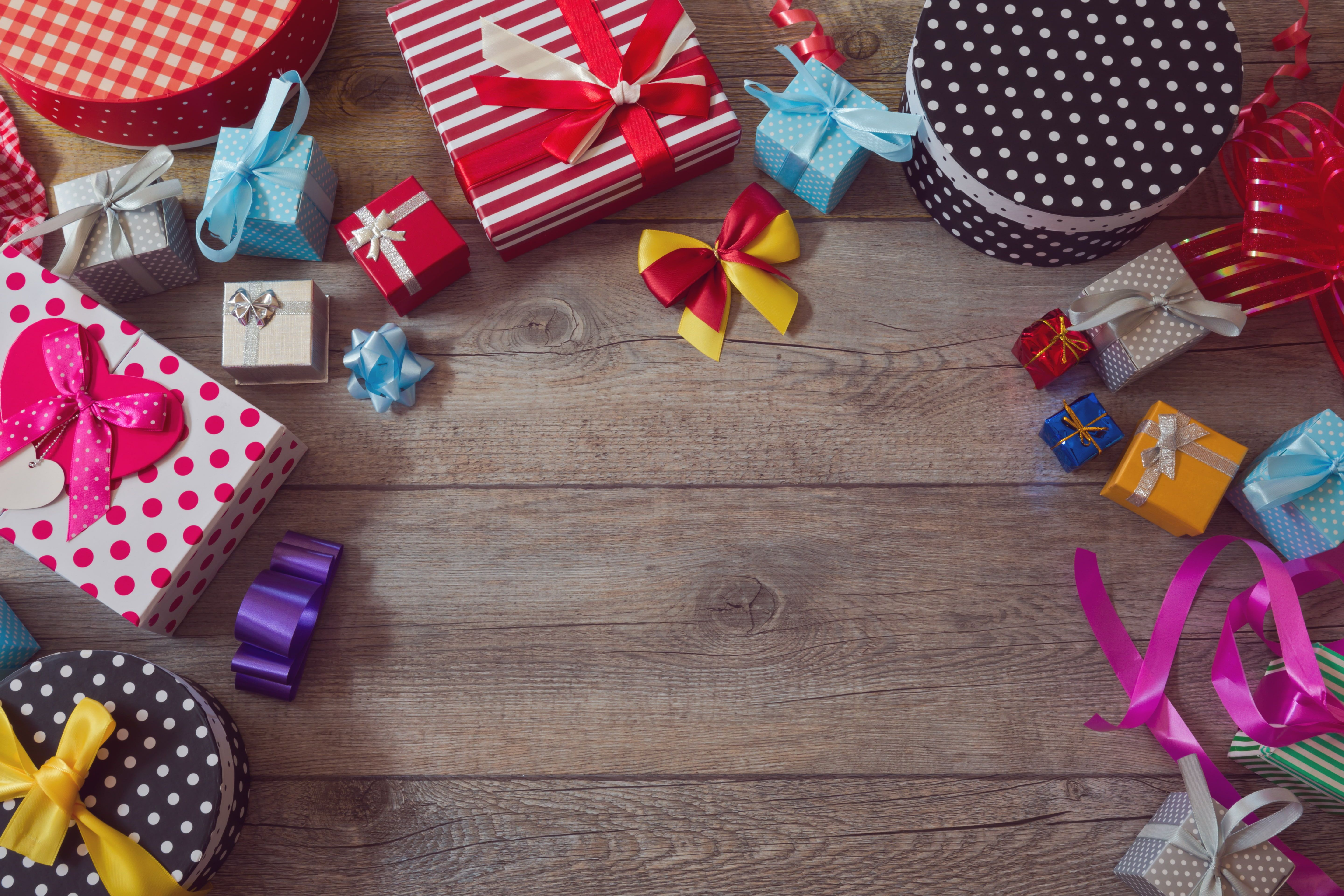 Assorted Gift Box Lot Colorful Gifts Wood Box Bows Gifts 5k Wallpaper Hdwallpaper Desktop In 2021 Assorted Gift Gifts Pink Christmas Gifts Hd wallpaper christmas tree gifts boxes