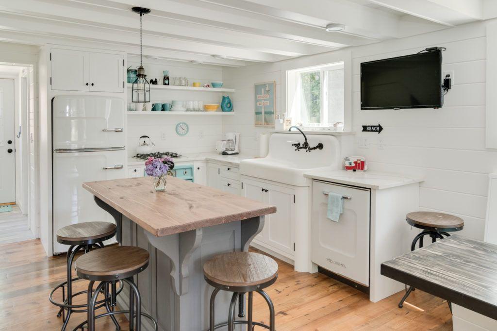 13 Must See Retro Big Chill Kitchen Layouts Big Chill Turquoisekitchendecor Kitchen Layout Sleek Kitchen Kitchen Decor