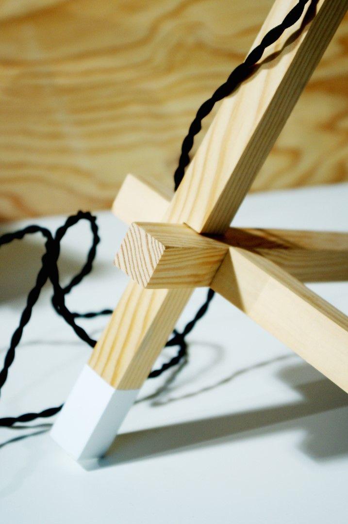 lampe tre tra assemblage bois trepied tag res. Black Bedroom Furniture Sets. Home Design Ideas