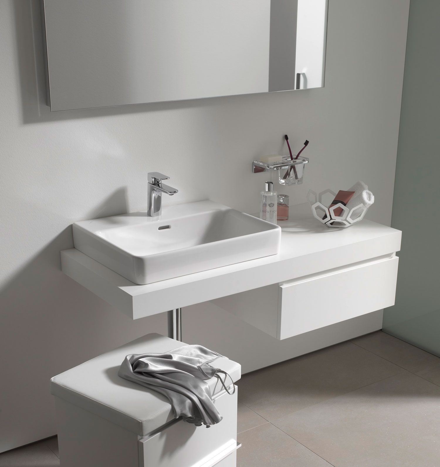 Laufen Pro S White Bathroom Laufen Pro S Is The New Member Of The Successful Laufen Pro Series Thanks To The Delicate Redesign The Ele Arbeitsplatte Kuchenarbeitsplatte Und Waschtischplatte