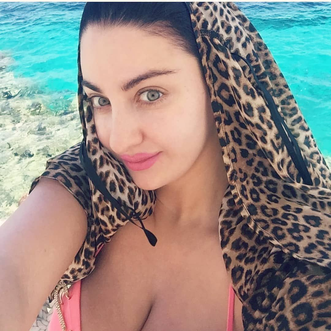 الصور صافيناز بالبكينى يظهر صدرها على شاطئ شرم الشيخ Hair Wrap Beauty Hair Styles