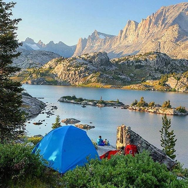 Camping along the Wind River #Wyoming Photo: @moonmountainman #wildernessculture