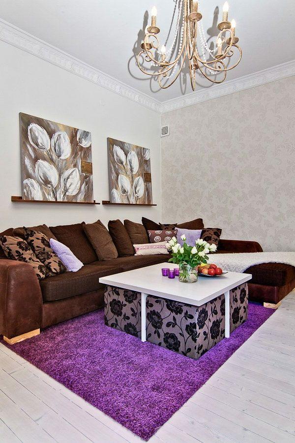 lila teppich braunes sofa dekokissen wandtapete Wohnzimmer - wohnideen wohnzimmer braun lila
