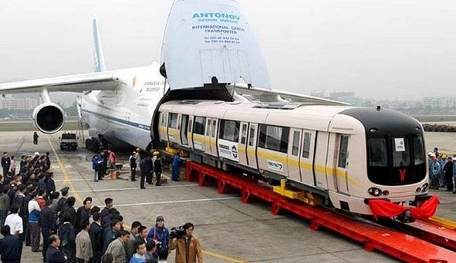Watch The World S Largest Cargo Plane Can Swallow A 737 Whole Train