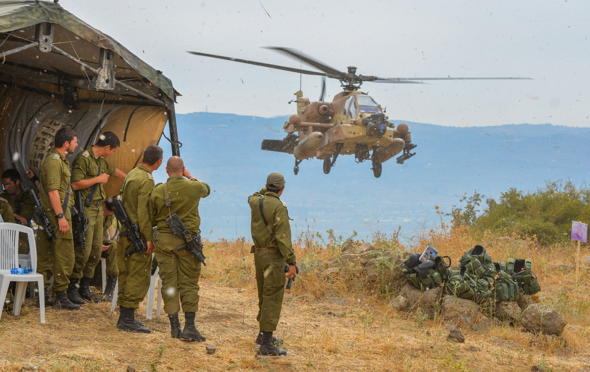 Soldiers of the Givati Brigade cooperate with the IAF