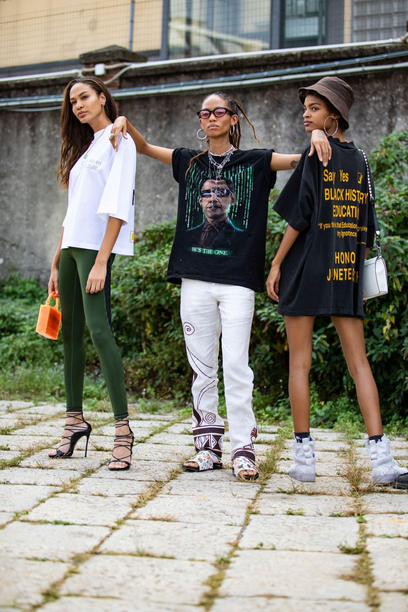 Turtlenecks Were A Street Style Essential On Day 1 Of Paris Fashion Week Cool Street Fashion Milan Fashion Week Street Style Fashion