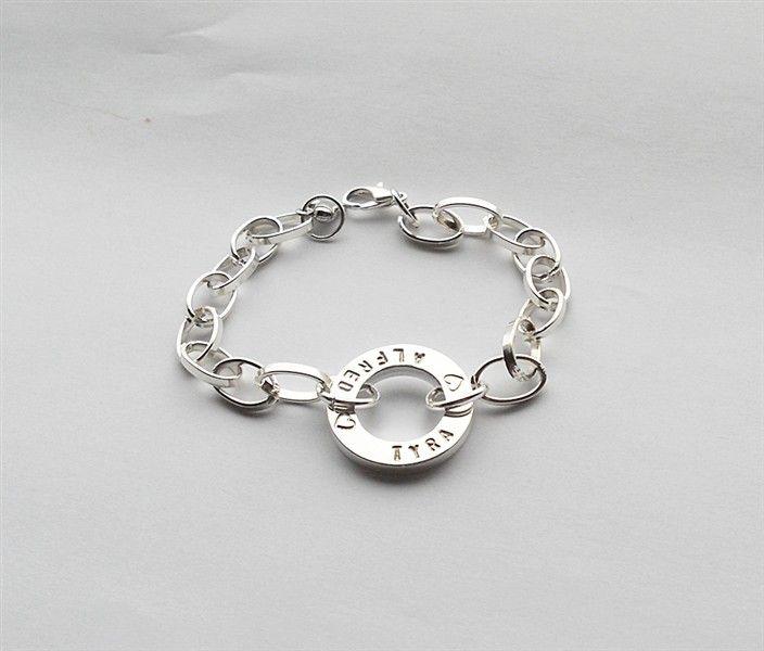 Armband med navn inovadesign.se