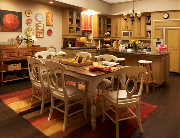 Modern Family 3 Funny Families And Their 3 Fab Houses Modern Family Kitchen Modern Family House Family Dining Rooms