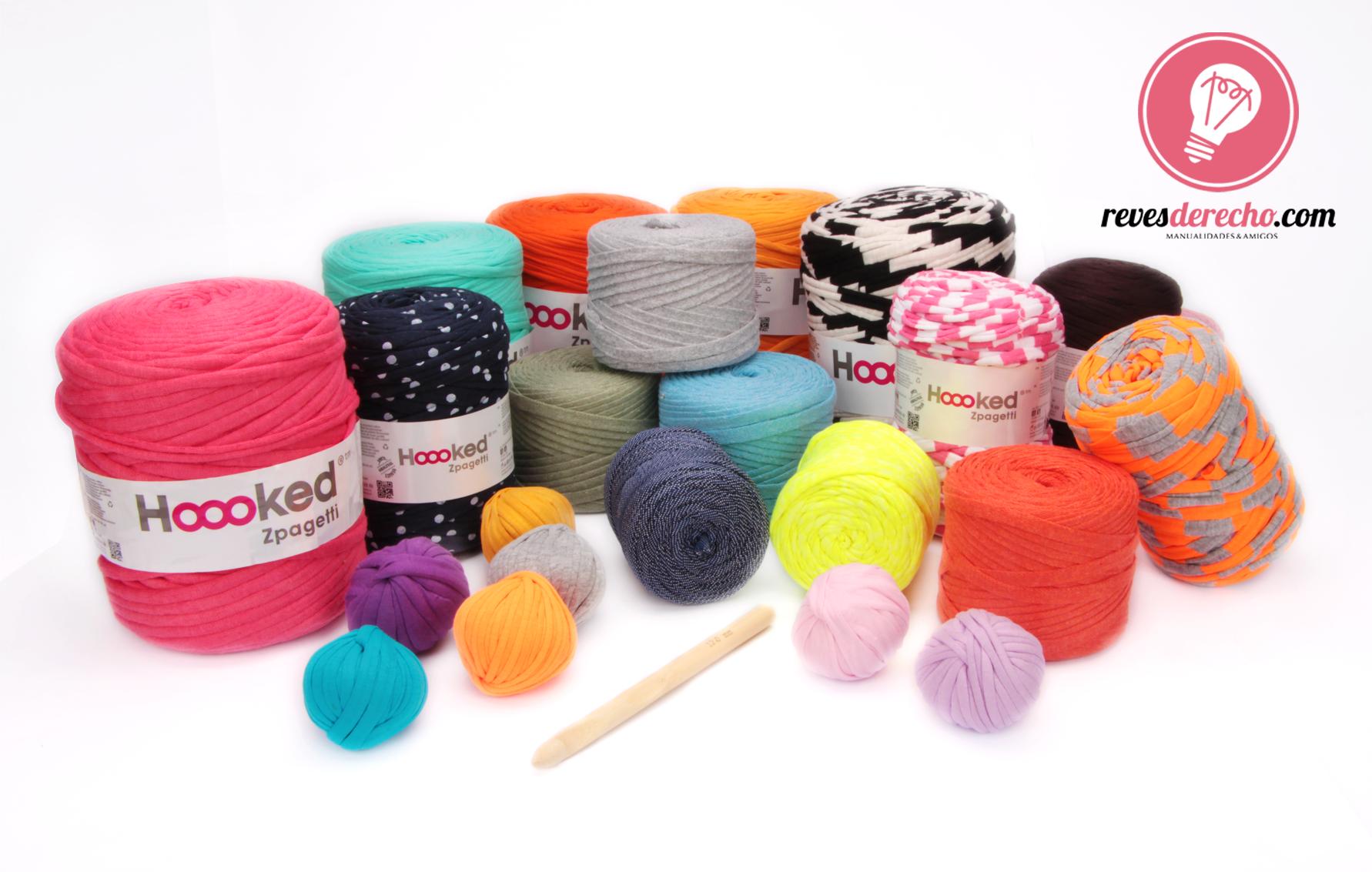 TRAPILLO  Pon a volar tu imaginación con este novedoso producto. Podrás hacer carteras, alfombras, canastos, collares, accesorios decorativos ¡y mucho más!  El Trapillo está echo a partir de telas recicladas, por lo que nos ofrece una gran variedad de colores, texturas y estampados.  ¡Ven por ellos a cualquiera de nuestras tiendas, tenemos una gran variedad de tamaños y colores!  #revesderecho #recoleta #providencia #hooked