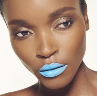 36. Auch gut: blauer Lippenstift und gelbes Augen-MakeUp. #SmileHype