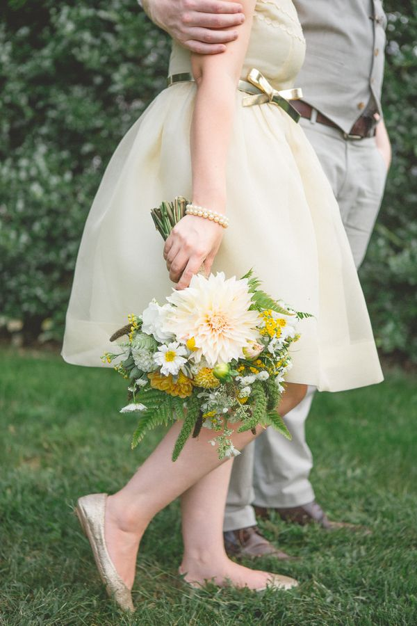 Yellow Blush White And Green Mixed Bouquet Photo Morrissey