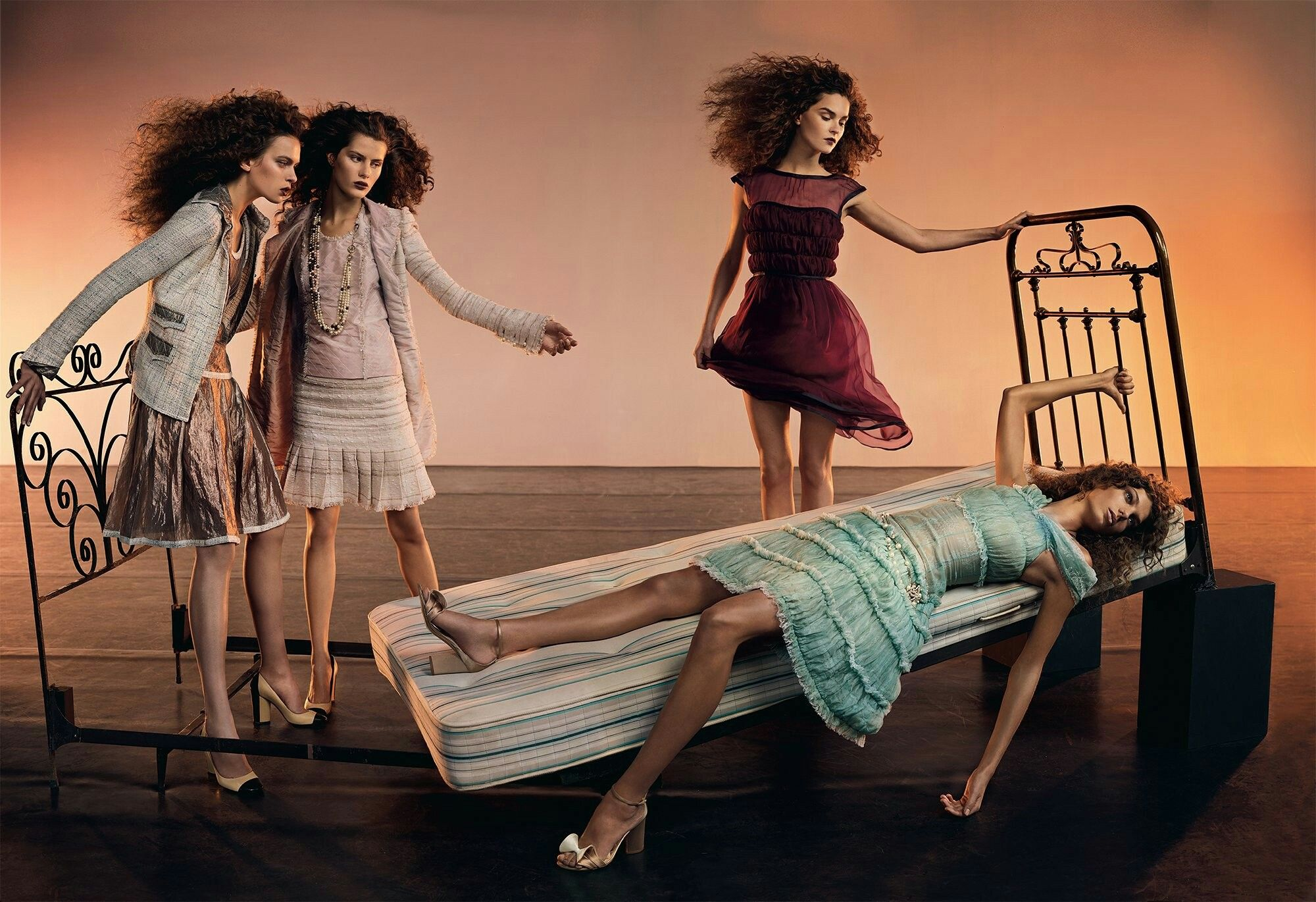 Sisterhood Editorial fashion, Karen elson, Fashion