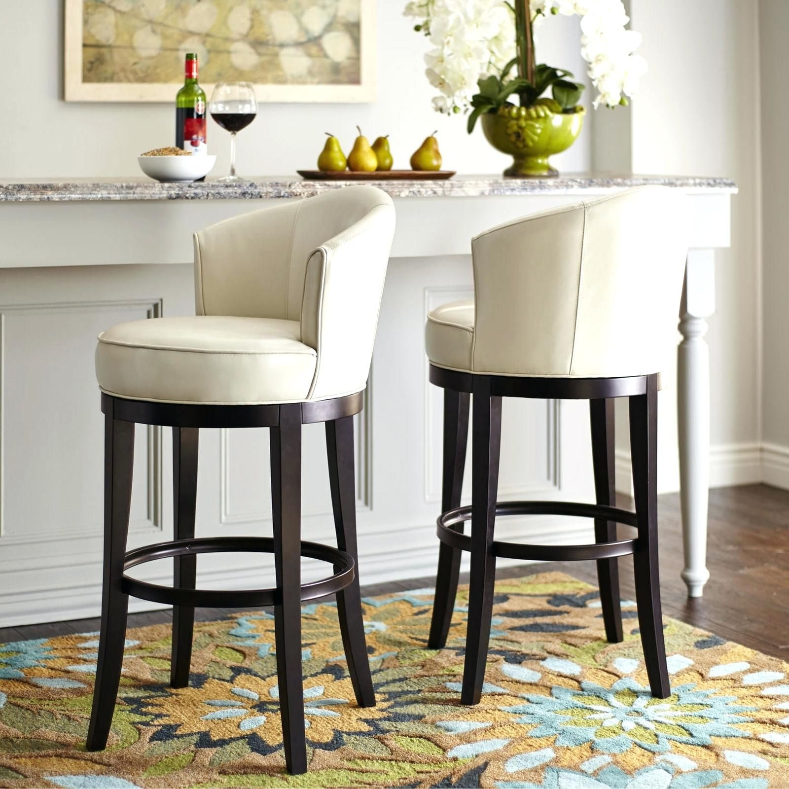 How To Choose The Perfect Kitchen Counter Stools Theydesign Net Theydesign Net In 2020 Swivel Bar Stools Kitchen Bar Stools Kitchen Counter Stools