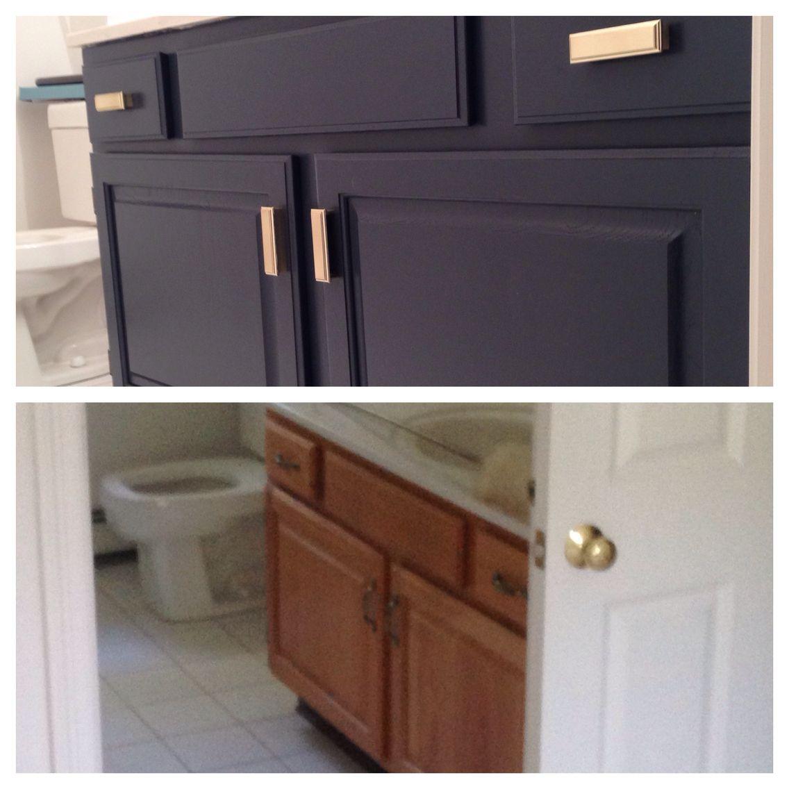 Diy Before And After Builder Grade Oak Bathroom Vanity In Bm Hale Navy And Brushed Gold Handl Painted Vanity Bathroom Oak Bathroom Vanity Bathroom Cabinets Diy