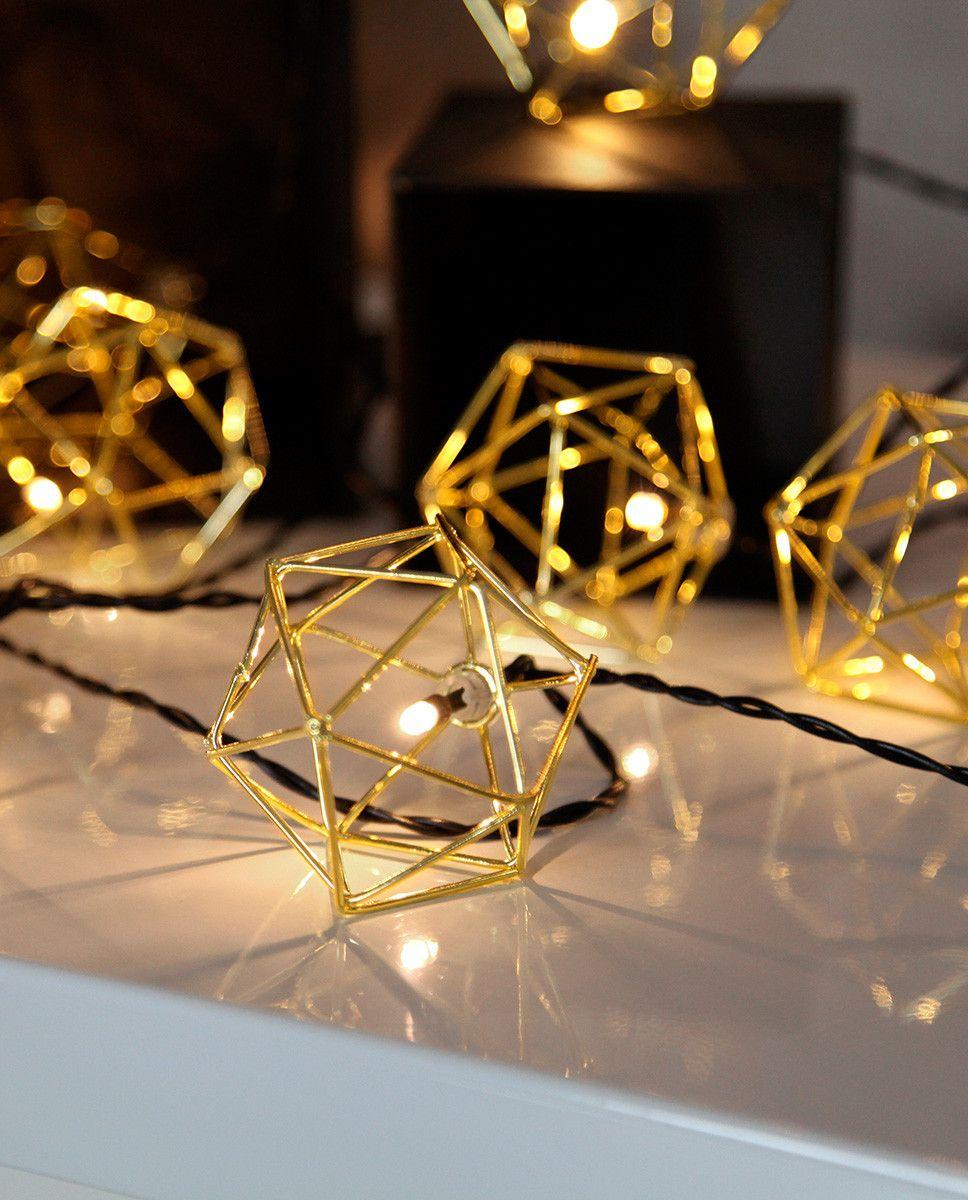 Edge er en utrolig dekorativ LED lysslynge fra Star