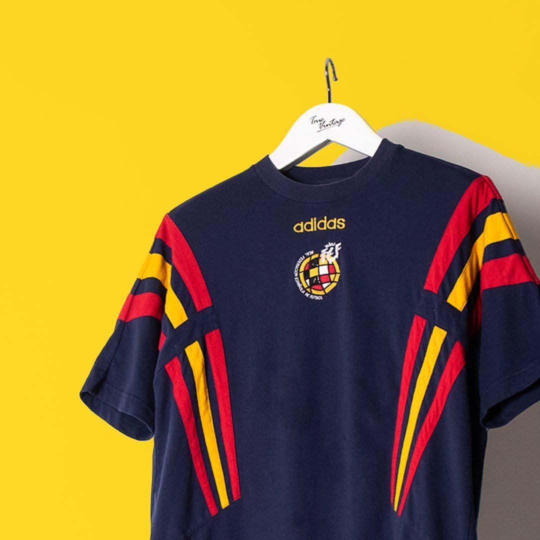 Sin valor Días laborables Excursión  ⚽️Adidas Spain Football T-shirt⚽️•TRUEVINTAGE.COM • #adidas #vintageadidas  #vintagestreetwear #highsnobietysty… | Football tshirts, Vintage adidas,  Clothing retail