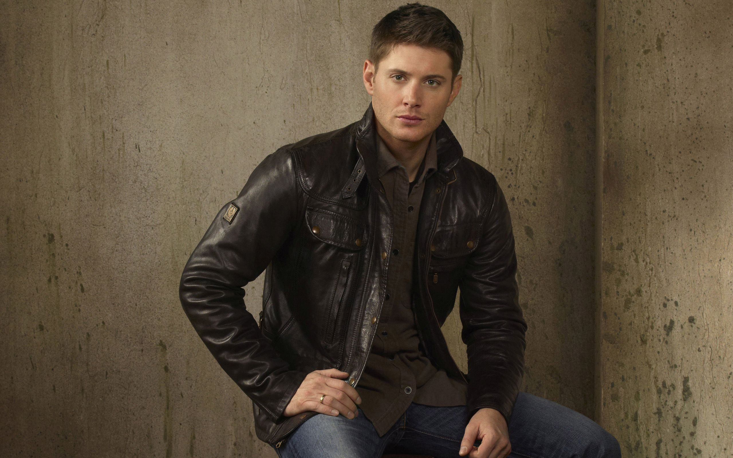 Jensen Ackles Wallpaper Leather Jacket Men Jensen Ackles Dean Winchester Outfit [ 1600 x 2560 Pixel ]