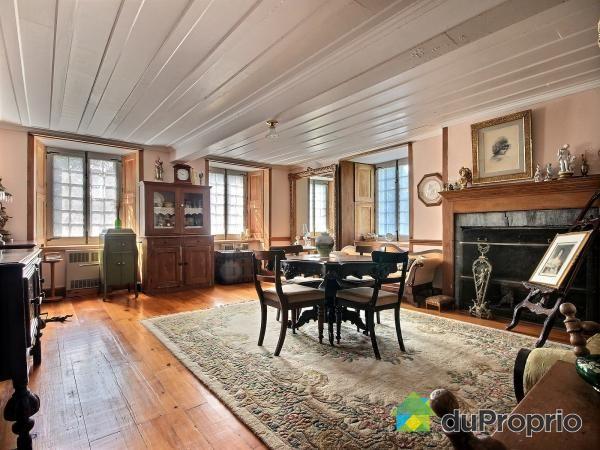 Construite en 1817 cette maison ancestrale borde le for Interieur maison 1960
