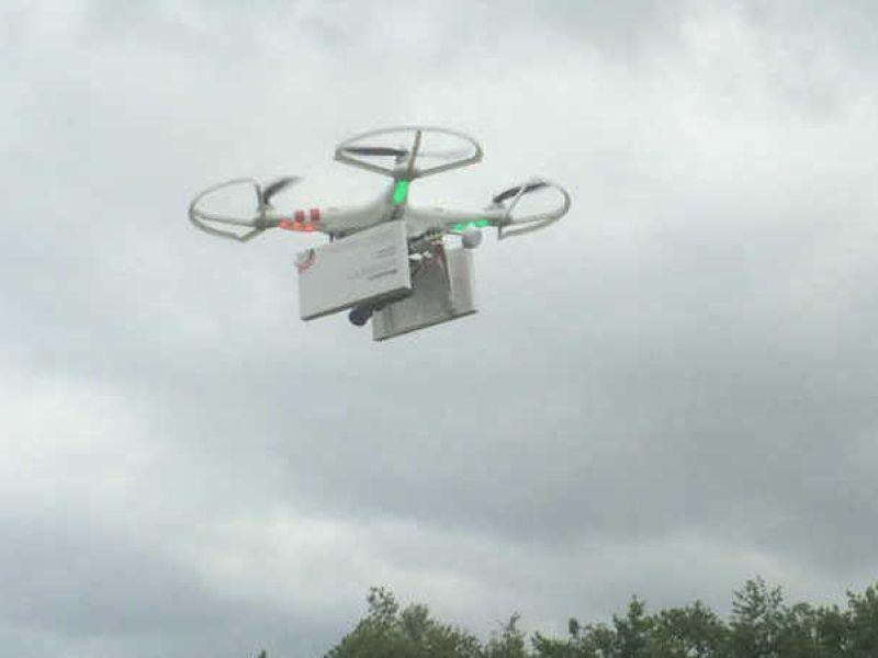 Vrouwenrechtenorganisatie Women on Waves gaat per drone abortuspillen in het Poolse plaatsje Slubice droppen.