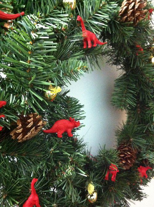 Door #wreath: complete. #HOLIDAY #CHRISTMAS