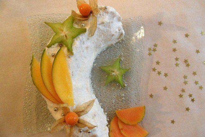 Croissant de lune aux fruits exotiques