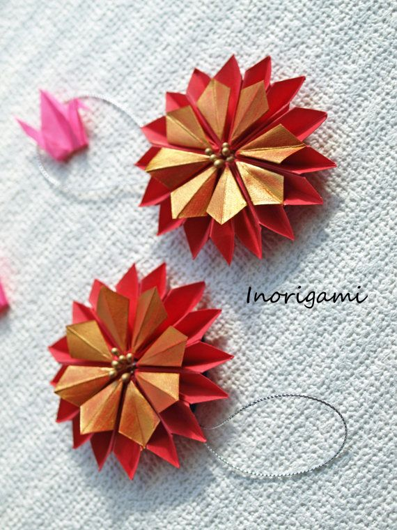 2 Kawaii Origami Mini Holly Wreath Ornaments 5 Gold On Bright Red