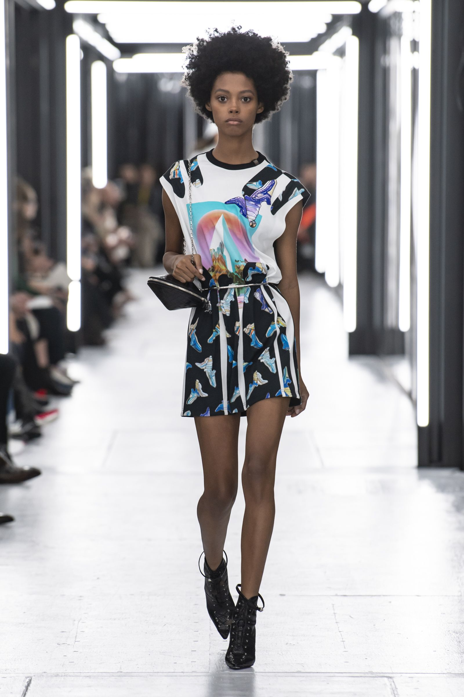 8a1c09b8f9 Look from the Louis Vuitton Women's Spring-Summer 2019 Fashion Show ...