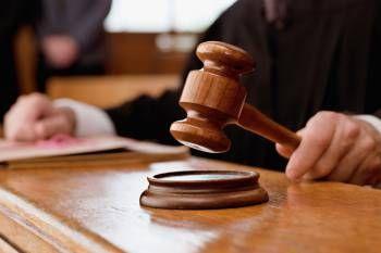 Житель города Можги Вишняков В. осуждён за попытку дать взятку приставу-исполнителю.