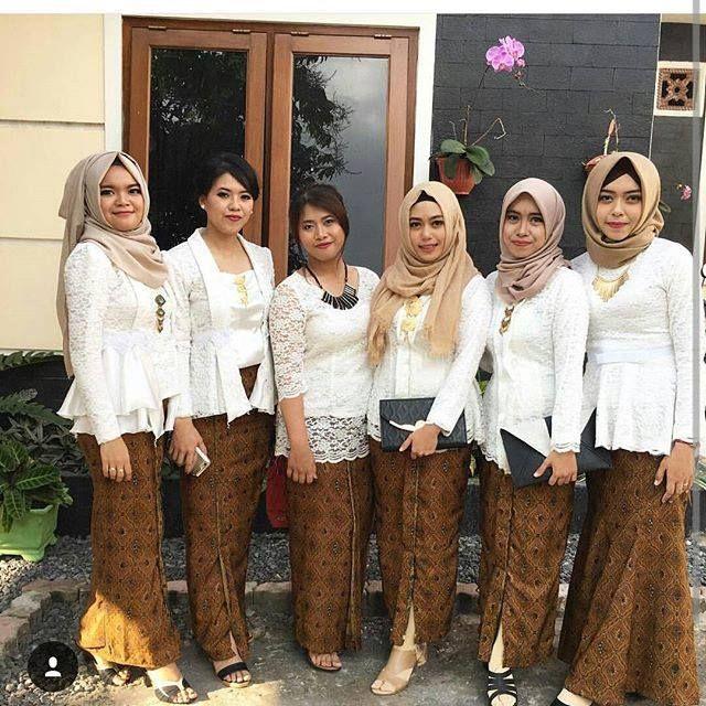 Model Kebaya Brokat Kutubaru Putih Rok Batik Solo Kebaya Di 2019