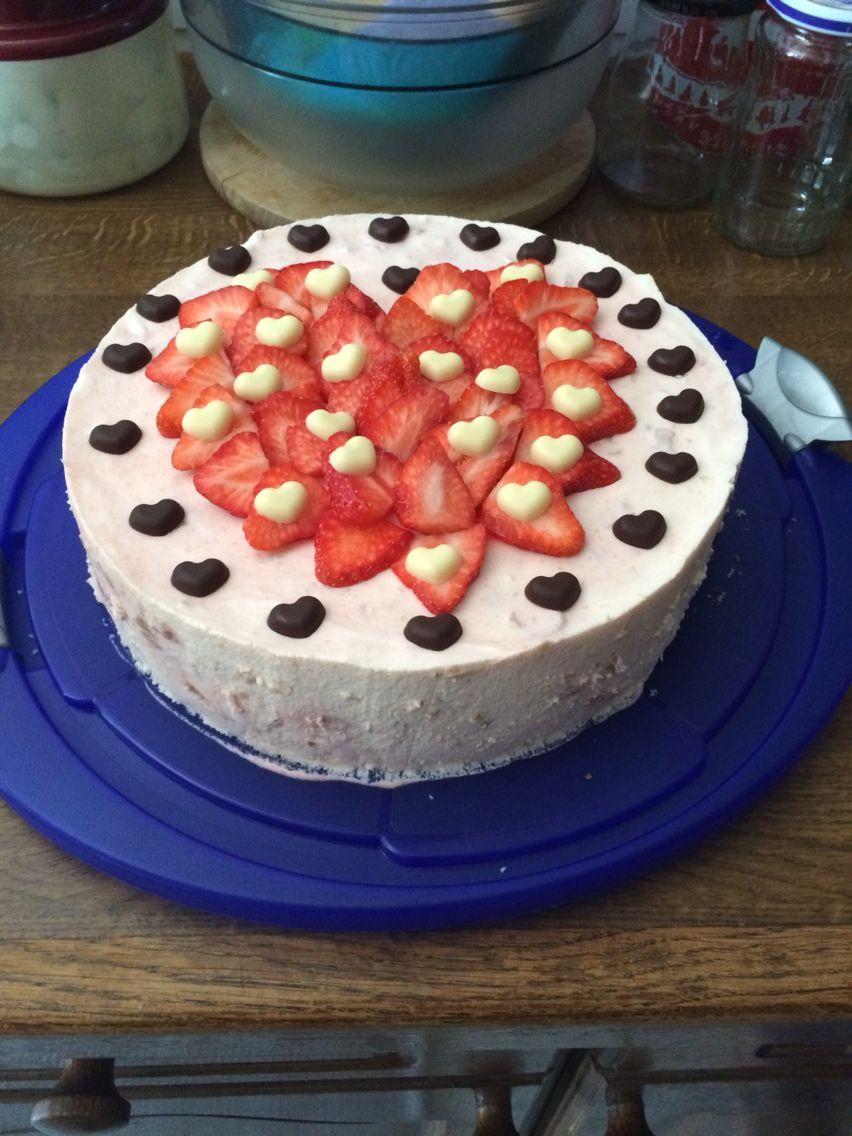 Muttertag  Torte  Erdbeeren