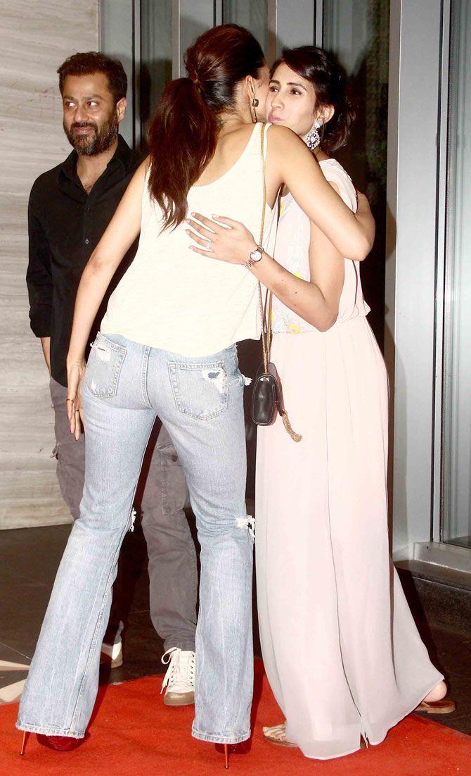 Deepika Padukone Greets Abhishek Kapoor And Pragya Yadav At Pk