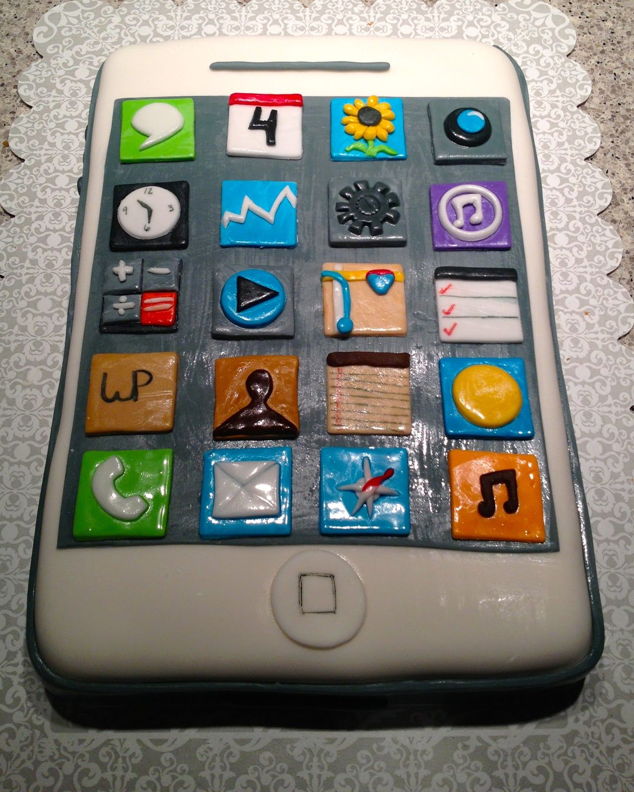 Cupcakes Are The New Black OMG Thats an iPhone cake LOL how