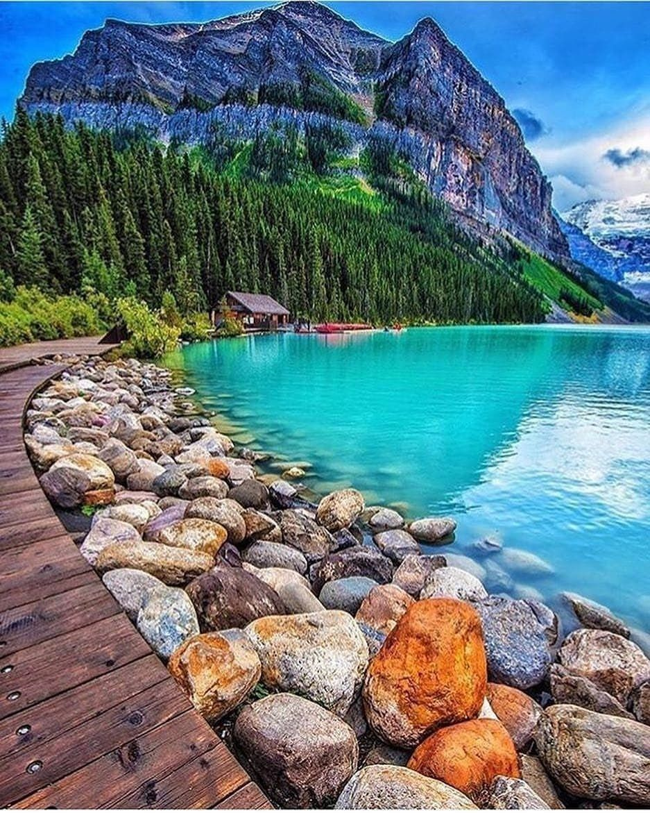Lake Louise Alberta Canada 🇨🇦 Follow @explorer.cracker for ...