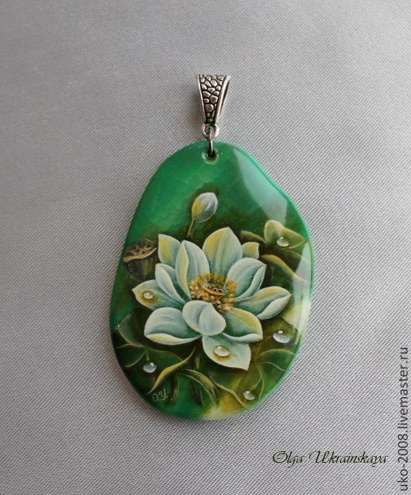 """Кулон с росписью """"Лотос"""" - зеленый,белый,лотос,лилия,белая лилия,вода"""