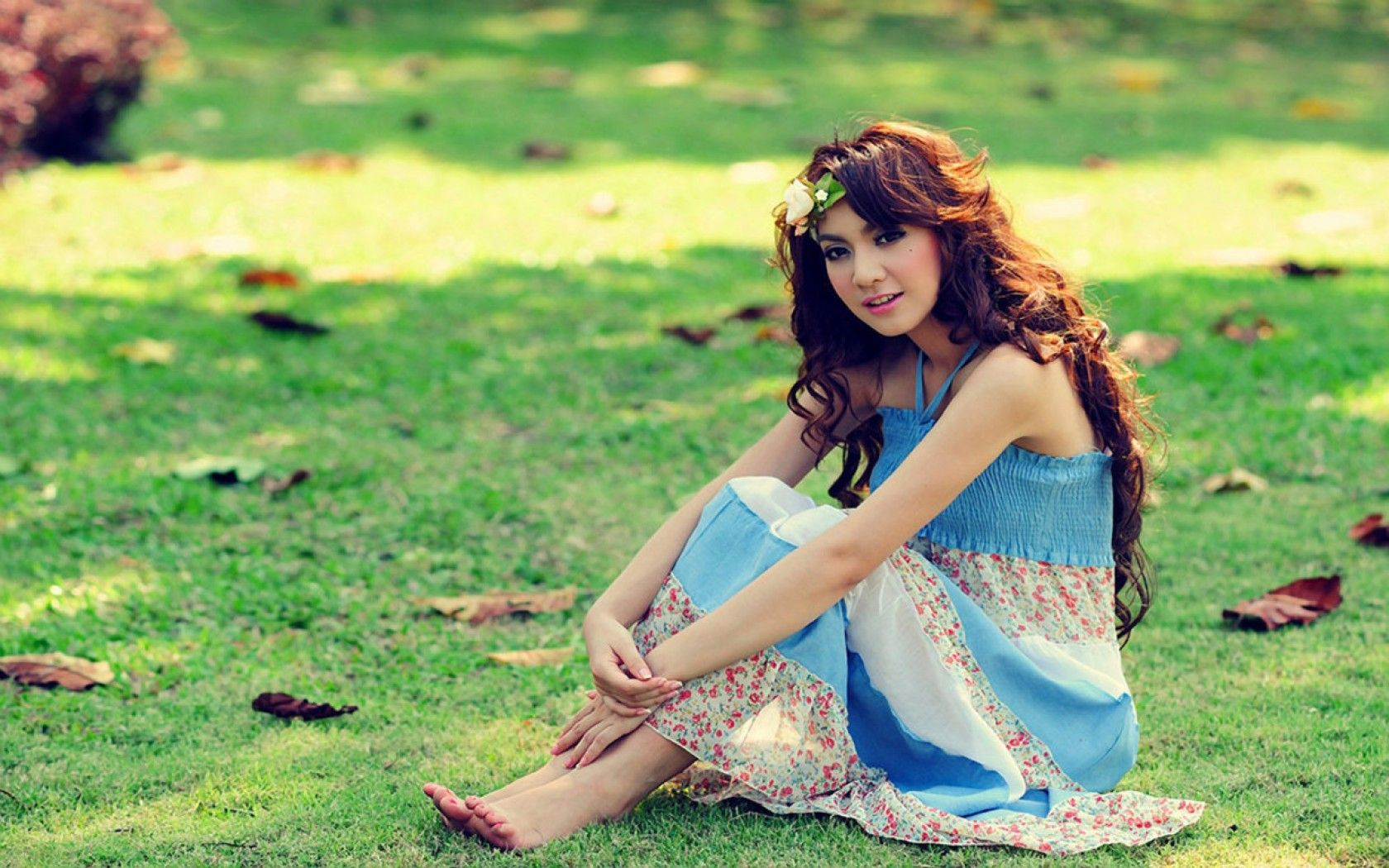 girl with flowers - Google'da Ara